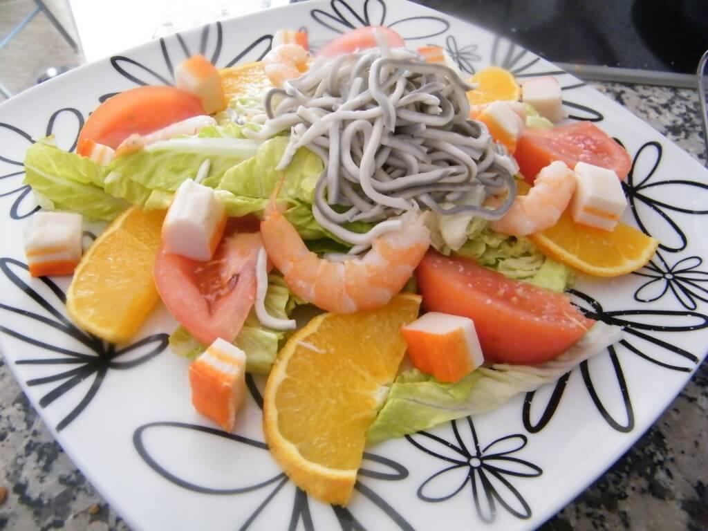 ensalada de surimi y gulas