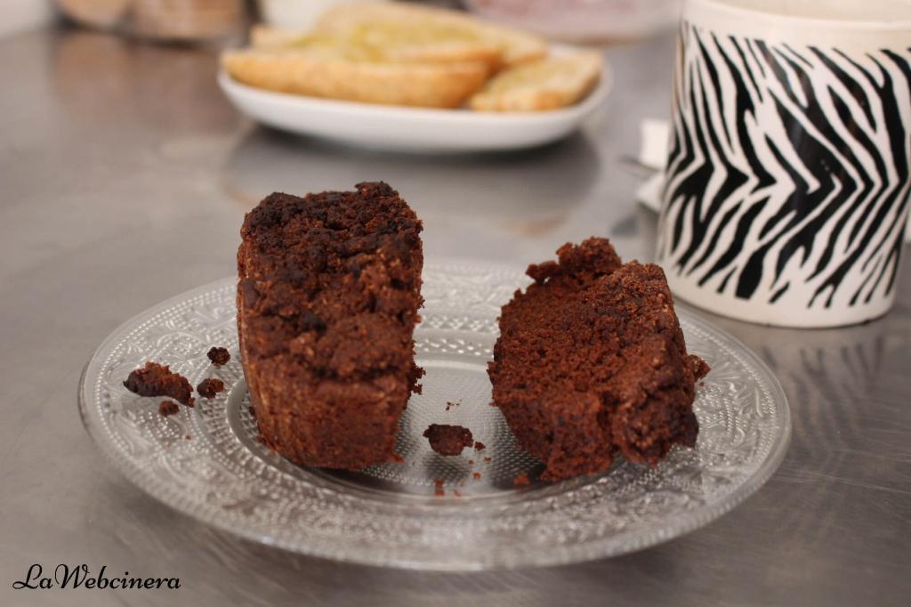 coca de magdalena de chocolate