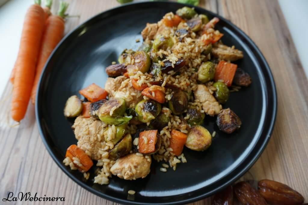 arroz integral salteado con coles de bruselas