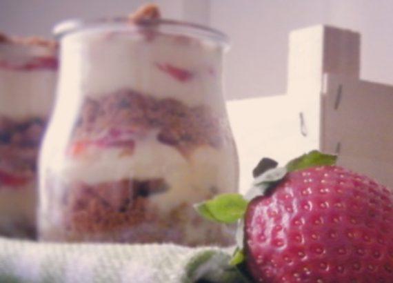 copa crujiente de mascarpone y fresas