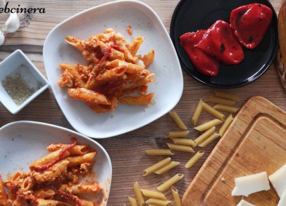 pasta con salsa de pimientos del piquillo