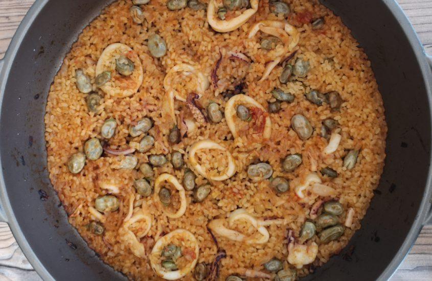 Receta de arroz con habas, calamares y ajos tiernos