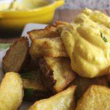 patatas al horno con all-i-oli o alioli de azafrán