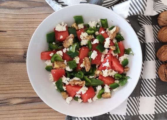 Dos recetas de ensaladas con fruta fresca y de temporada
