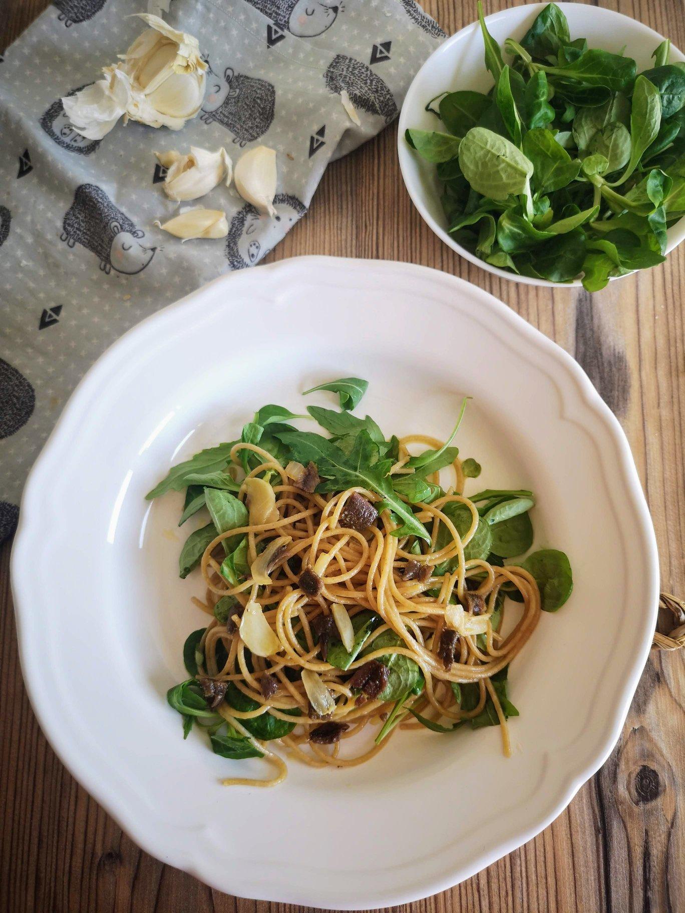pasta con ajo y anchoas