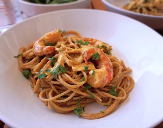 espaguetis con salsa de azafrán