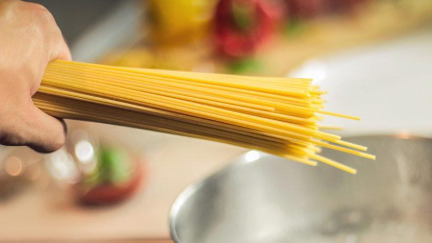 5 salsas para pasta sin cocción, rápidas y fáciles