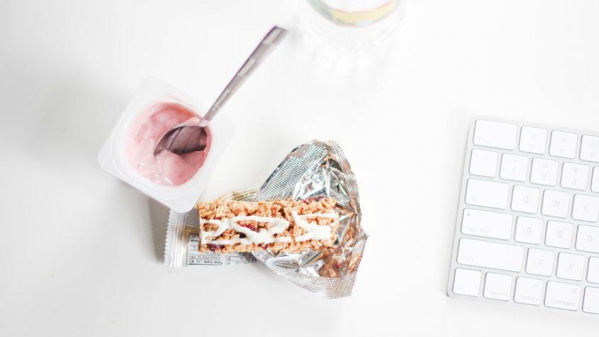 Snack saludables para media mañana, ¿qué comer?